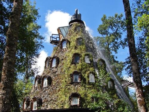 El Hotel Montaña Mágica de Huilo Huilo