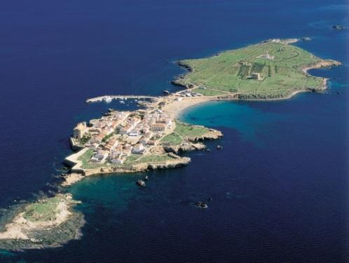 La isla de Tabarca, a un paso de la costa alicantina