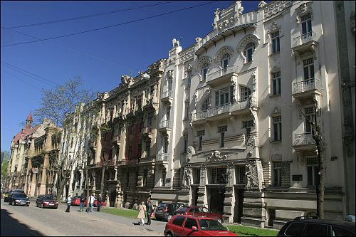 Un paseo por la calle Alberta iela, en Riga
