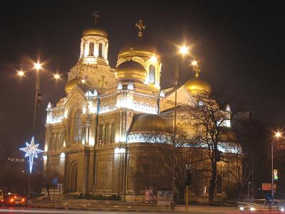 Catedral de Varna de noche