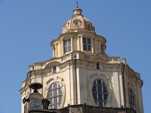 iglesia de san lorenzo en Turin