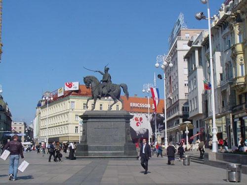 La Plaza Ban Jelacic, el centro de Zagreb