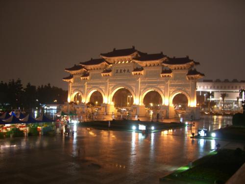 Chiang Kai Shek Memorial de noche