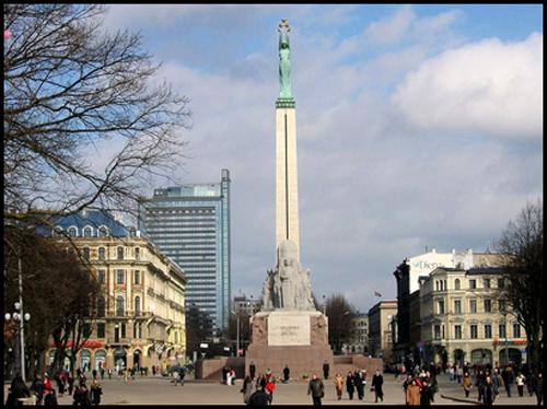 El Monumento a la Libertad, en Riga