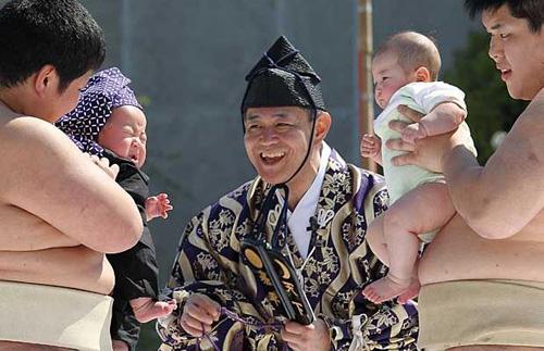Naki-sumo, bebés saludables y fuertes