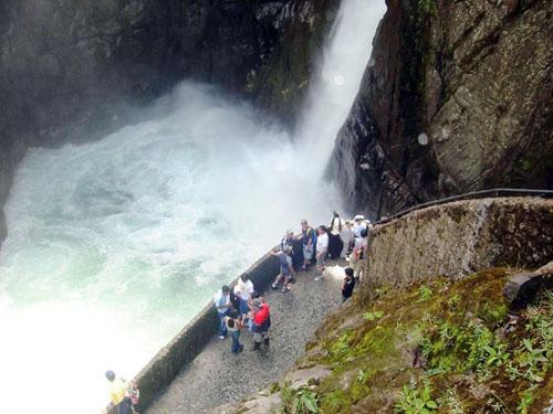 Cascada del Pailon del Diablo en Ecuador
