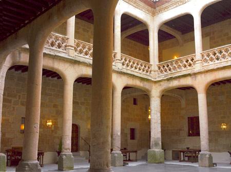 Patio del Castillo del Buen Amor