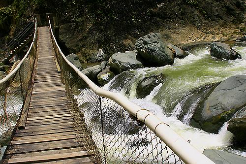 puente-sobre-el-rio-jimenoa