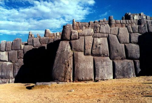 Sacsayhuaman, misteriosa fortaleza cerca de Cusco