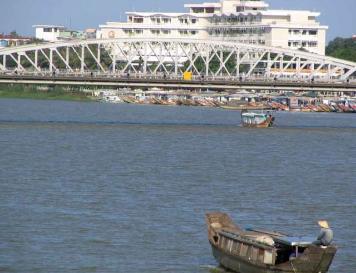 Rio Song a su paso por Hanoi