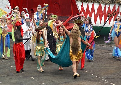 Colorido desfile en Vladivostok