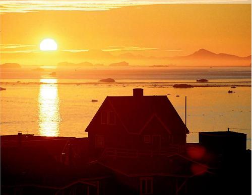 Sol de medianoche en Groenlandia