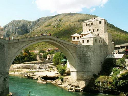 Stari Most, el puente de Mostar, en Bosnia