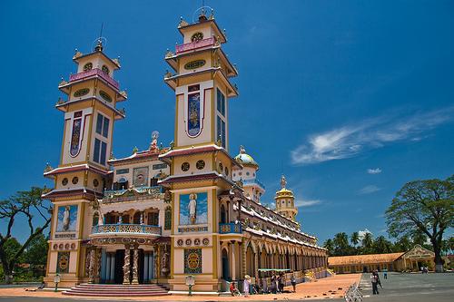 Templo Cao Dai, muchas religiones en una