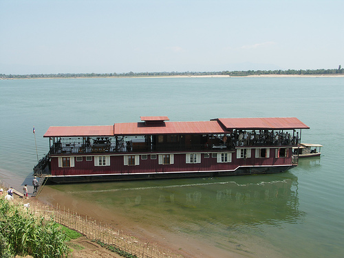 La barcaza Vat Phou